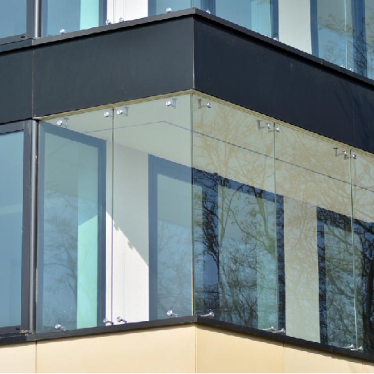 Verglasung von Balkonen